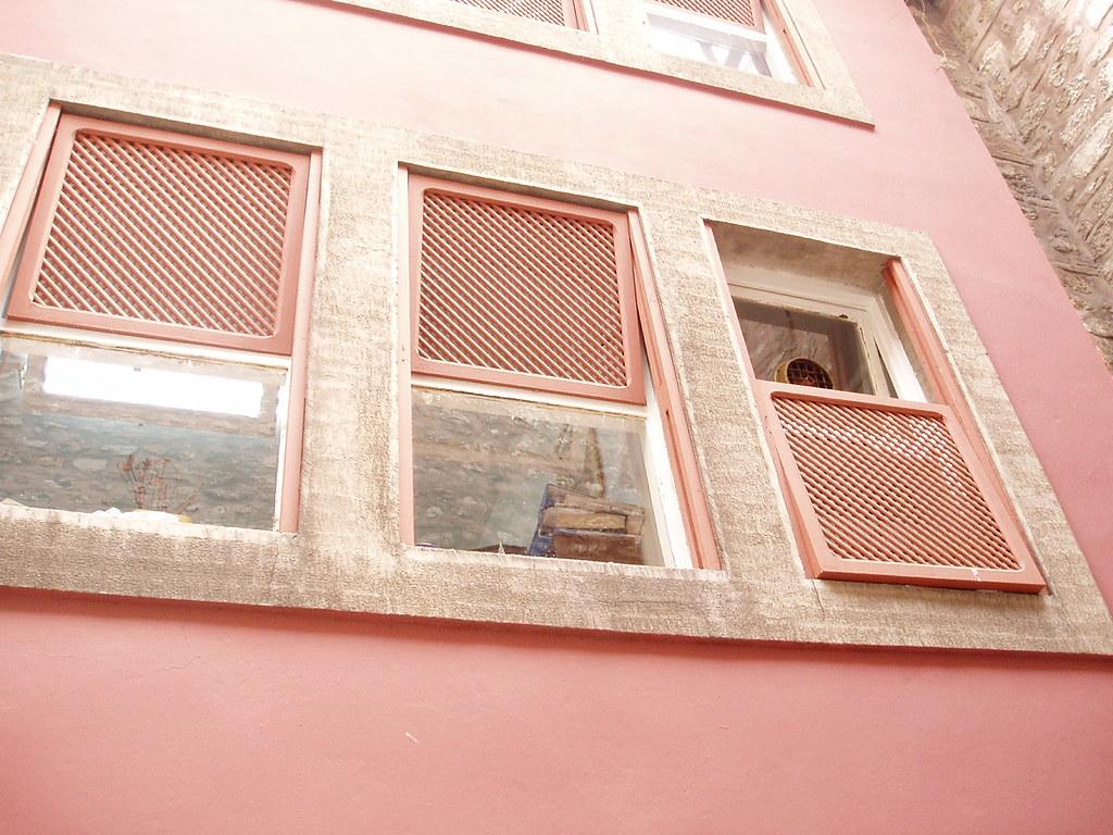 Window shades on a third rail