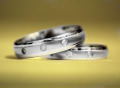 hand(0.0), wedding ceremony supply(1.0), ring(1.0), yellow(1.0), metal(1.0), jewellery(1.0), diamond(1.0), wedding ring(1.0),