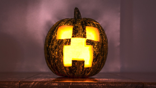 Minecraft Halloween: Creeper (HDR version)