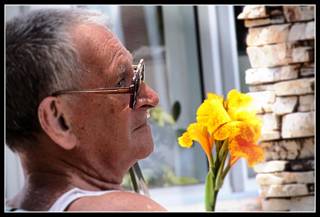 Rüyada Yaşlı Amca Görmek Konuşmak