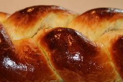 pastry(0.0), anpan(0.0), pan de muerto(0.0), danish pastry(0.0), baking(1.0), tsoureki(1.0), bread(1.0), baked goods(1.0), challah(1.0), food(1.0), bread roll(1.0), viennoiserie(1.0), dessert(1.0), cuisine(1.0), brioche(1.0),