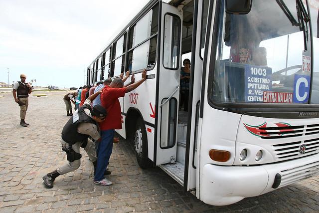 Campanha da blitz da Polícia Militar na Boca do Rio