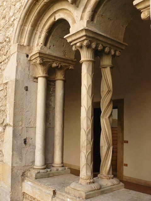 chiostro - abbazia di casamari - bifora