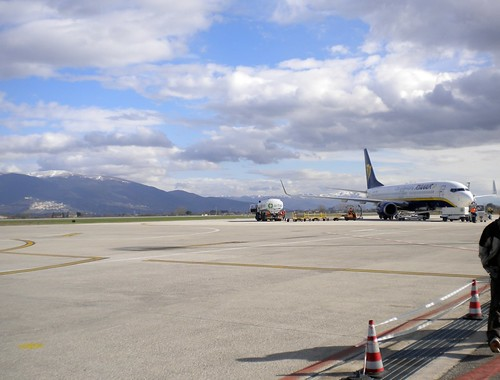 Boeing Ryanair in pista all'Aeroporto Perugia Sant'Egidio