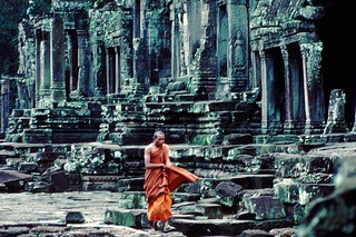 monk in the Angkor Vat