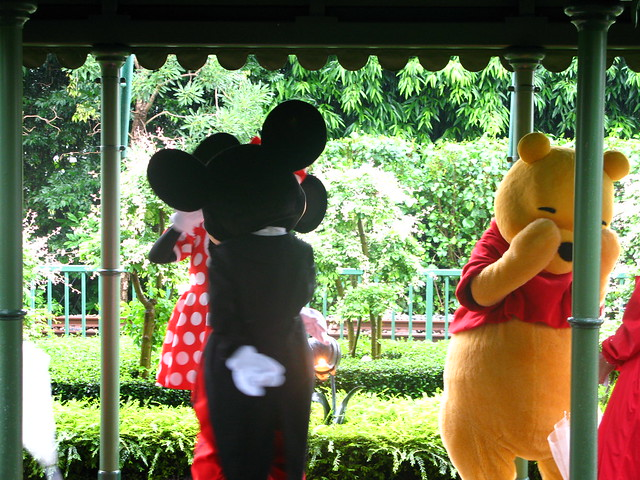 winnie the pooh feel shy when mickey minnie kiss flickr. Black Bedroom Furniture Sets. Home Design Ideas