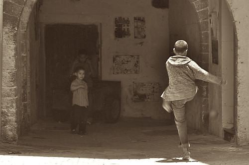 street kids canon eos lifestyle monochromatic morocco marocco nikonstunninggallery abigfave diamondclassphotographer