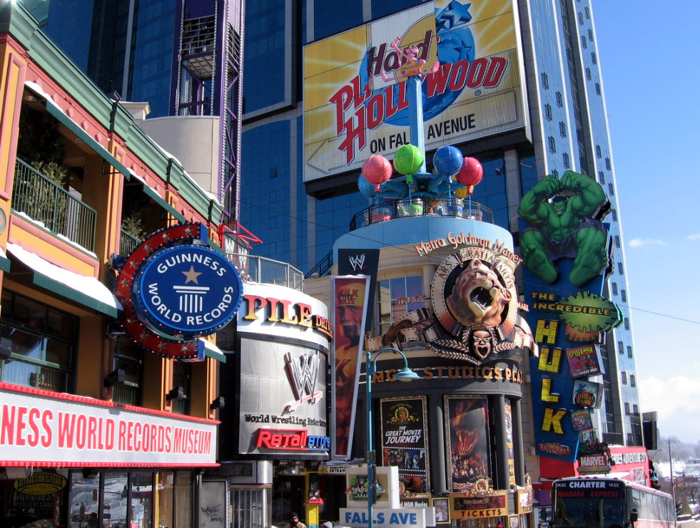 Hotels Close To Clifton Hill Niagara Falls