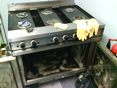machine(1.0), gas stove(1.0), kitchen stove(1.0),