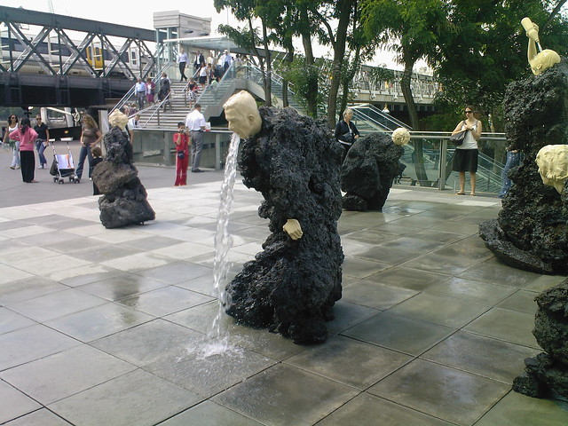 The fabulous vomiting fountain AKA The Great Giving 2007