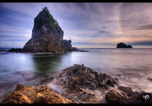 seascape sunrise landscape rocks philippines ring aurora hdr highdynamicrange baer rockformation sigma1020mm photomatix hoyacpl aniao pinoykodakeros pkchallenge bwnd106 garbongbisaya gettyimagesphilippinesq1 gettyimagesasia gettyimagesphilippines