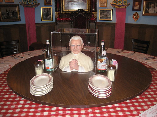 Dining with the pope buca di beppo s pope table perfect for holiday celebrations - Buca di beppo pope table ...