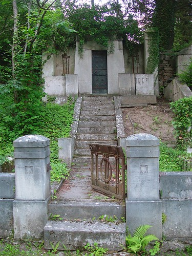 Historischer Friedhof, Weimar by Hellebardius