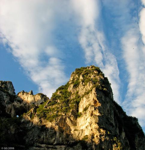 sky italy clouds geotagged italia nuvole 2006 caves marche grotte ancona clielo frasassi stalattiti stalagmiti sanvittore geo:lat=434010063947627 geo:lon=12960767723017