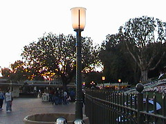 Gaslamp rebuild (mickey ear top missing, no longer Gold), Main Gate, Disneyland®, 2007.01.24 17:08
