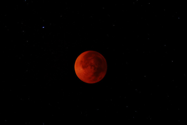 red moon at night meaning - photo #18