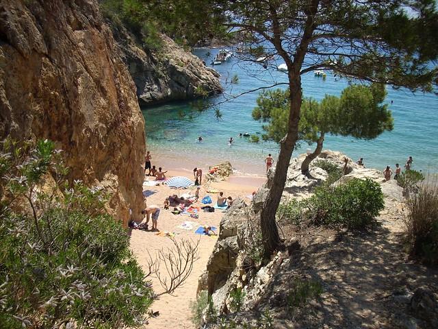 5 de las mejores playas y calas de la costa brava viajes for Piscina natural begur