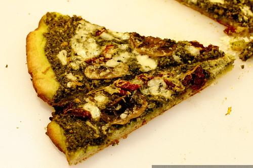 pesto pizza   after baking    MG 9691