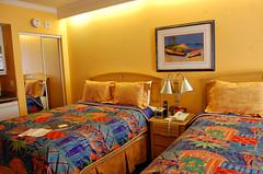 suite(0.0), room(1.0), property(1.0), bed sheet(1.0), inn(1.0), bedroom(1.0),