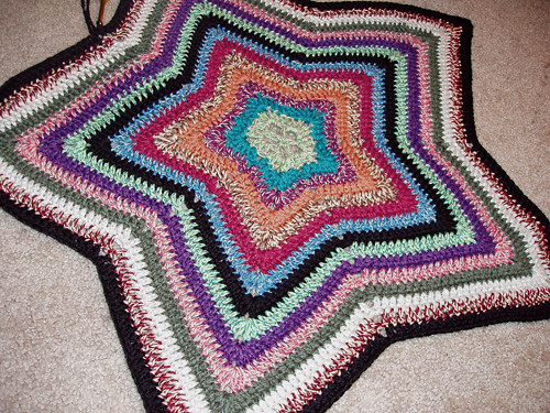 12 Point Star Afghan Pattern http://crochemon.net/crocheted-star-afghan/