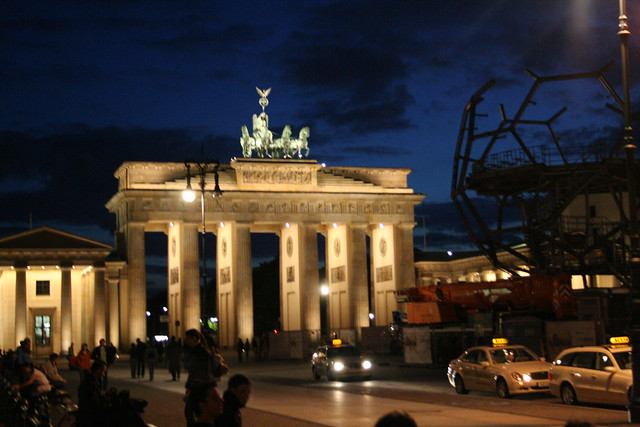 brandenburg gate at night - photo #16