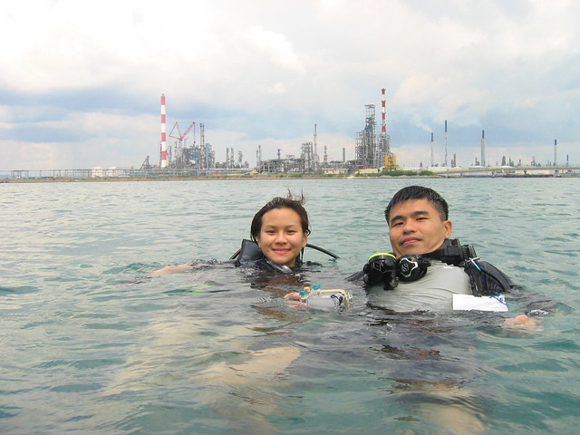 Diver Sherle and volunteer guide Edd Ong - Photo by Hantu Bloggers