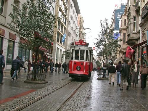 Villamos az İstiklâl Caddesin