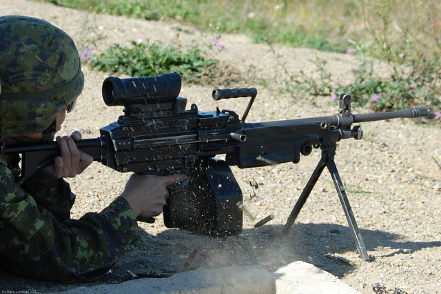 Canadian Forces C9 Light Machine Gun (LMG) 5.56mm Shoot