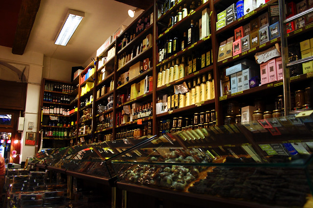 shopping in italy specialty food store