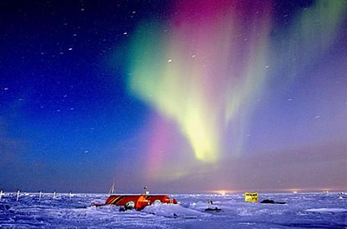 aurora-boreal-en-el-campamento
