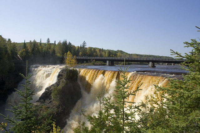 Kakabeka Falls in Autumn by CC user ptorfe on Flickr