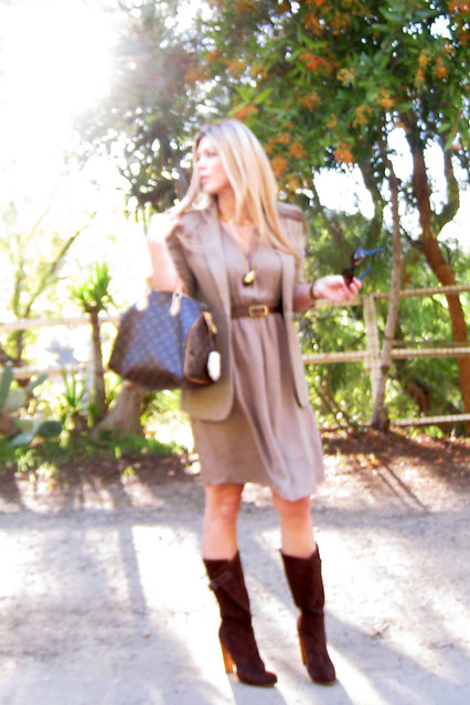 in the hills+la style+street style+fashion blogger+brown suede boots+long straight blonde hair+mixed neutrals