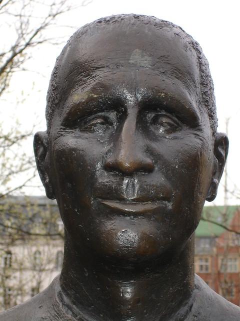 Header of Brecht
