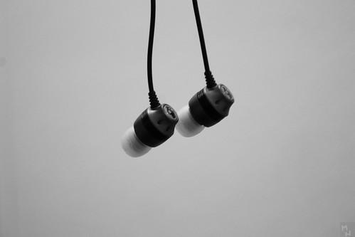 Ron Ruth Wedding DJ Entertainment Kansas City Groomsmen Gift Idea: Skullcandy Merge Earbuds