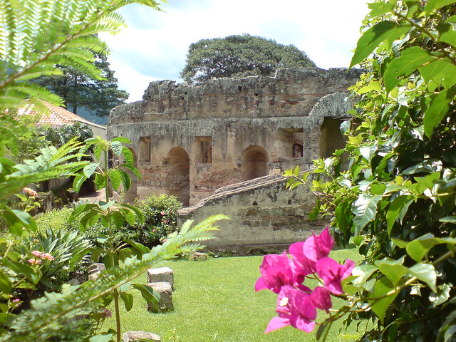 Jardines del convento de capuchinas antigua guatemala a for Jardin del convento
