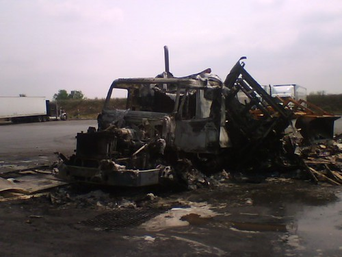 truck fire cellphone trucking greeblie lgcu500
