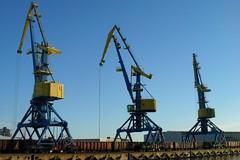 crane vessel (floating)(0.0), vehicle(0.0), petroleum(0.0), drilling rig(0.0), jackup rig(0.0), mast(0.0), oil field(0.0), construction equipment(1.0),