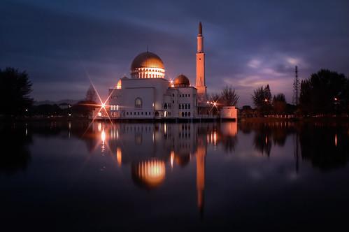 morning lake reflection architecture night sunrise canon landscape dawn islam mosque malaysia 1855mm masjid suria fajar puchong pagi assalam puchongperdana 1000d masjidassalam ishafizan
