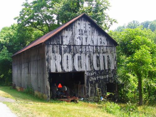 ohio barn ripley oh peelingpaint browncounty rockcity seerockcity us62 see7states oldus62 bmok