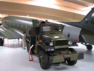 C-47A Skytrain und Truck