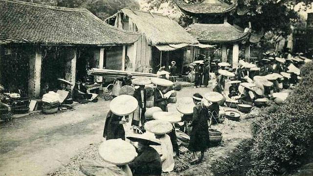 TONKIN - Un marché dans la ville tonkinoise