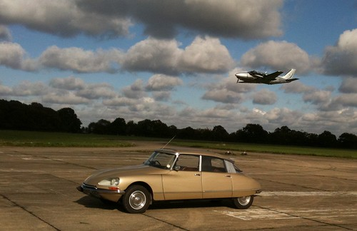 Citroen DS on runway with a Piper Pa-31 Navajo Chieftain by DS Workshop