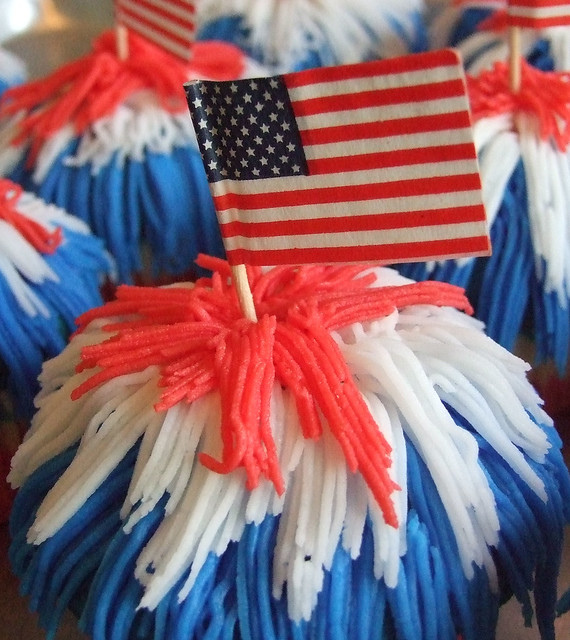 Cupcake Decorating Ideas For 4th Of July : 728911663_4c6e85502f_z.jpg