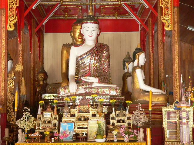 Inside Wat Hua Wiang view