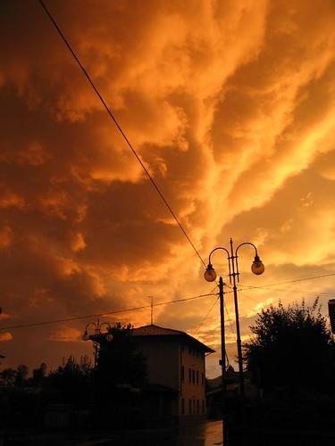 italien italy weather clouds geotagged nimbus wolken ciel nuage venezia italie giulia friuli pordenone cumulonimbus météo repubblicaitaliana météorologie friuliveneziagiulia friûl maniago litalie holidaysvacanzeurlaub vakantie2007 familiehuisje strangeligth geo:lat=46165978 geo:lon=12695131
