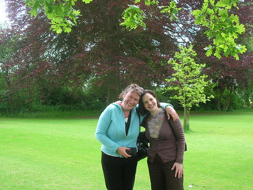 Siobhan Dowd and Helen Graves: friends at Blenhaim Palace spring 2006