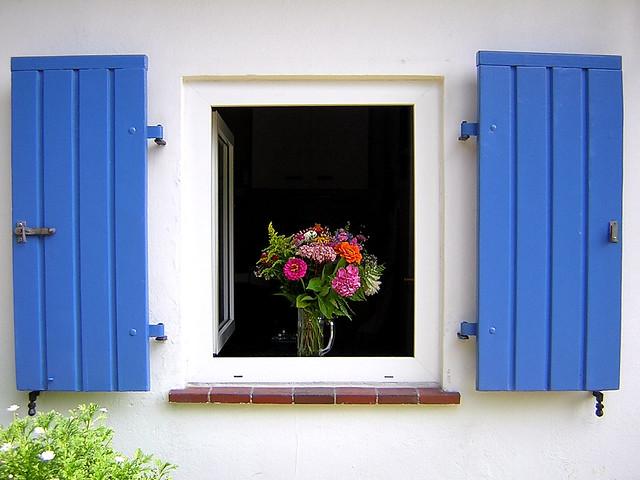 Windows in germany a gallery on flickr for Gartenhaus fenster