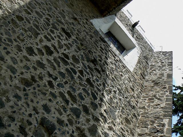 La piedra volcanica es algo comun en la arquitectura for Piedra volcanica
