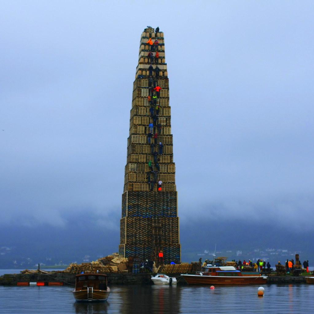 Slinningsbålet ,verdens høyeste 38 m