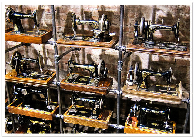 Restore Featherweight 221 Finish: Old Singer Sewing Machines Can